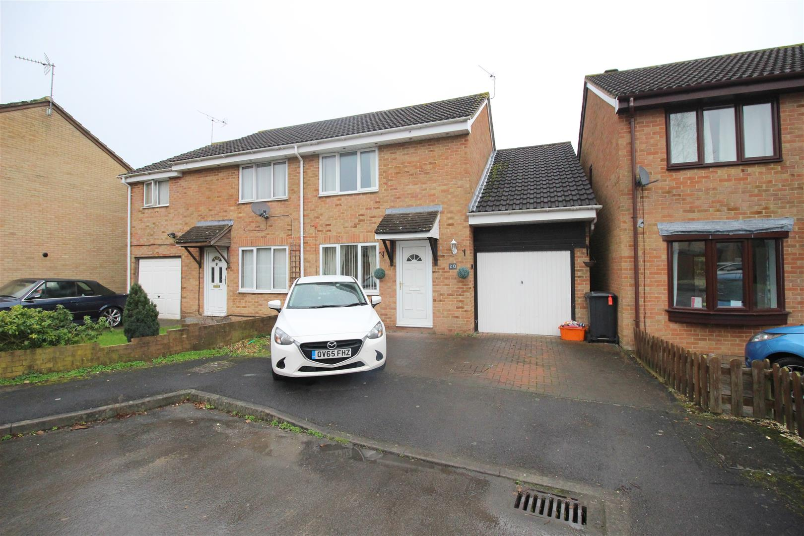 3 Bedrooms Property for sale in Lineacre Close, Grange Park, Swindon